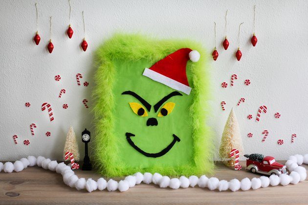 DIY The Grinch gift wrap