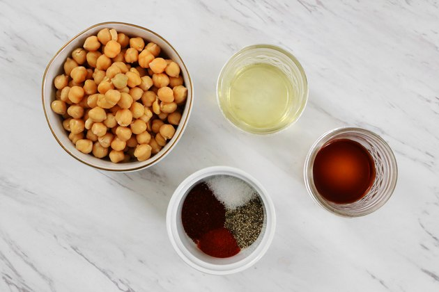Ingredients for baked smoky chickpeas