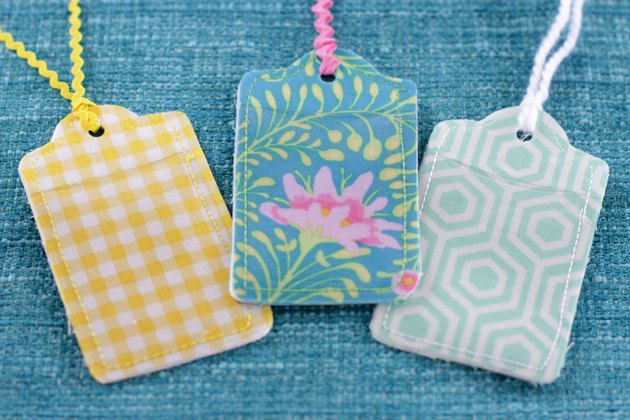 These bright and custom luggage tags will make your baggage noticeable from far away and there will be no doubt about the whereabouts of your luggage.