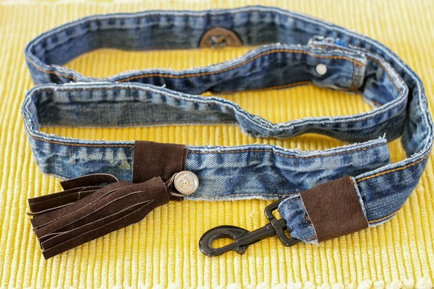 If your leash has seen better days or you just want to make something different for your walks in the park, make a new one from the waistbands of a couple of old pairs of jeans.