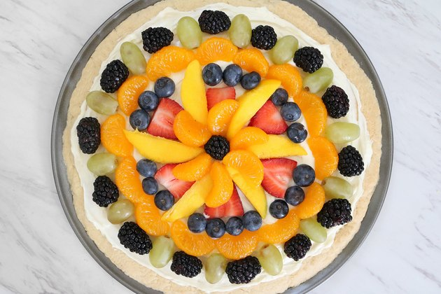 Fruit tart pizza