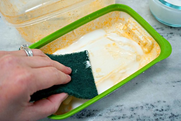 how to remove tomato sauce stains from plastic containers