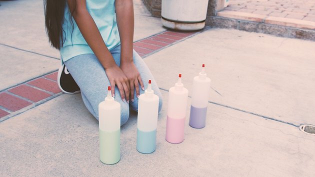 DIY Sidewalk Squirt Chalk