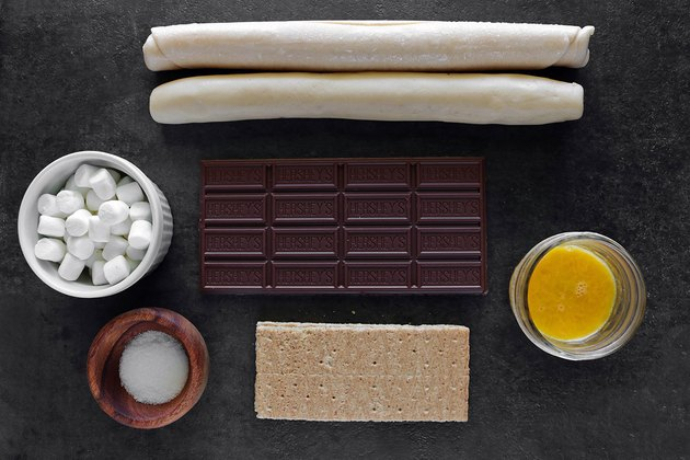 Ingredients for s'mores pie pops