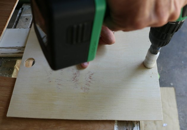 How to use a hole saw