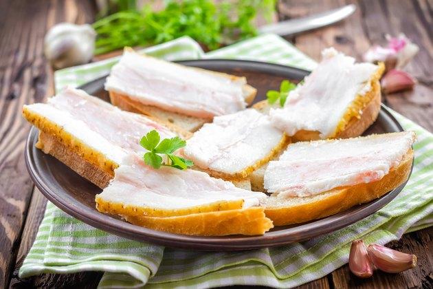 Sandwiches with lard