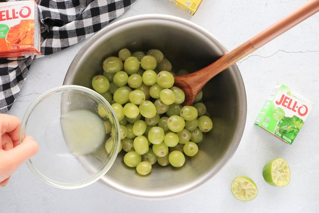 Toss grapes with lime juice
