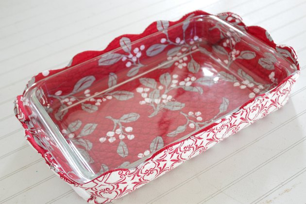 Hot-dish basket with clear dish inside