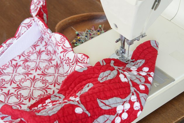Sewing the DIY hot-dish basket