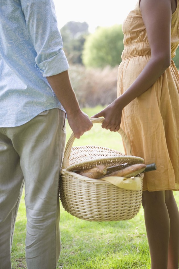 Couple carrying picnic basket