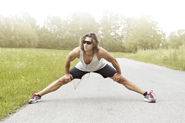 runner stretches his legs