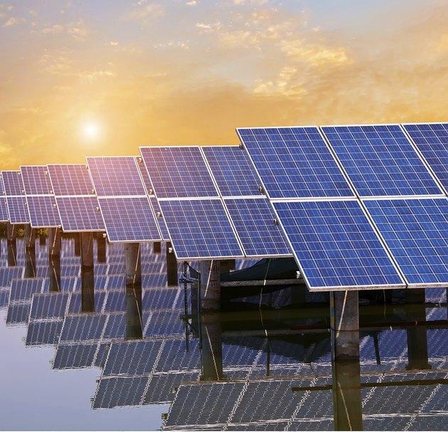 Power plant using renewable solar energy, photovoltaic