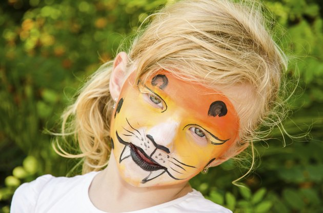 girl with tiger face painting