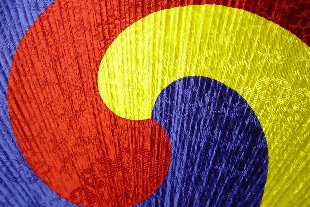 Macro Tri Color Korean Fan