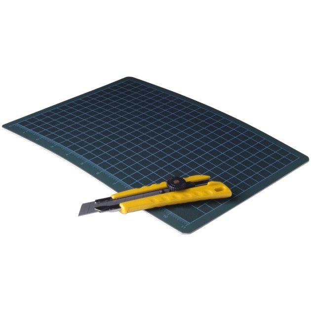 Paper cutting board and razor
