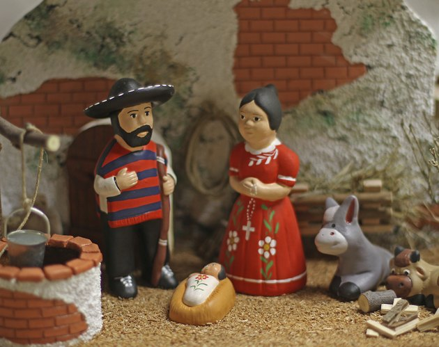 Nativity scene with Holy Family in Mexican version 4