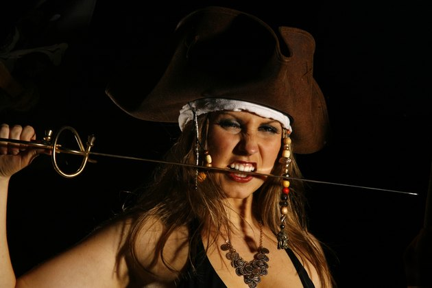 Pirate Wench 5