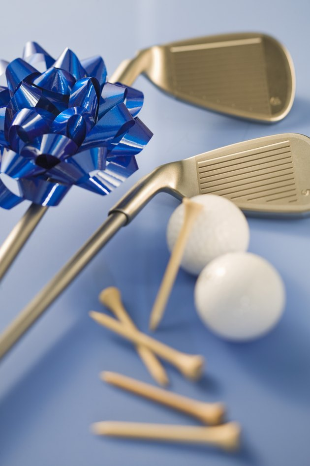 Golf equipment with ribbon
