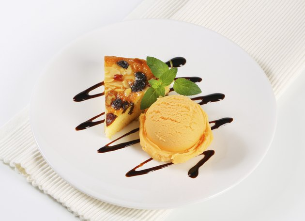 Sponge cake with ice cream