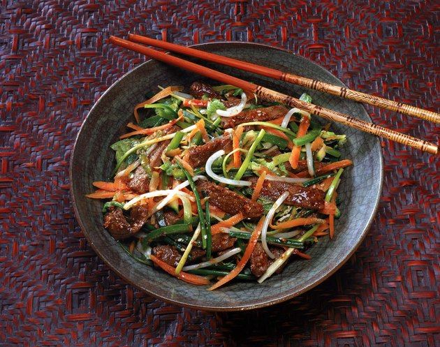 Beef stir-fry with carrots and bean sprouts