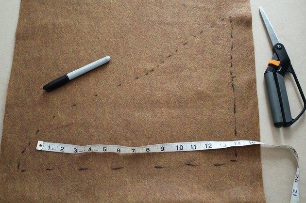 Make a shoe cover pattern on felt.
