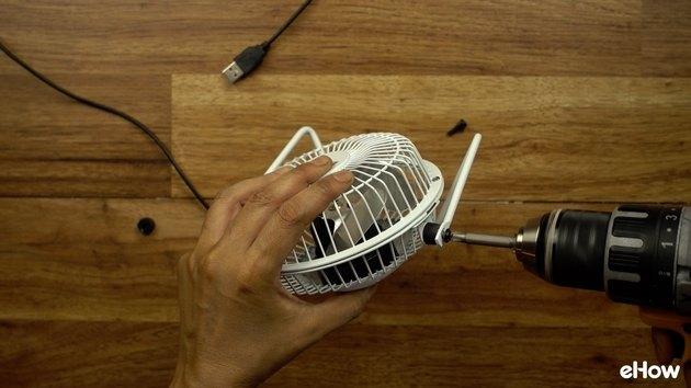 Removing fan stand from USB fan