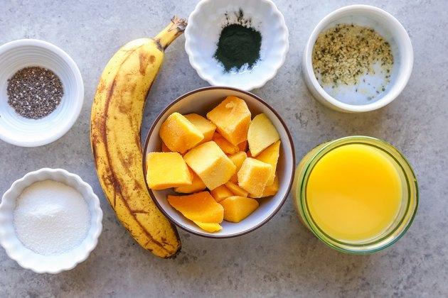 ingredients for detox spirulina smoothie