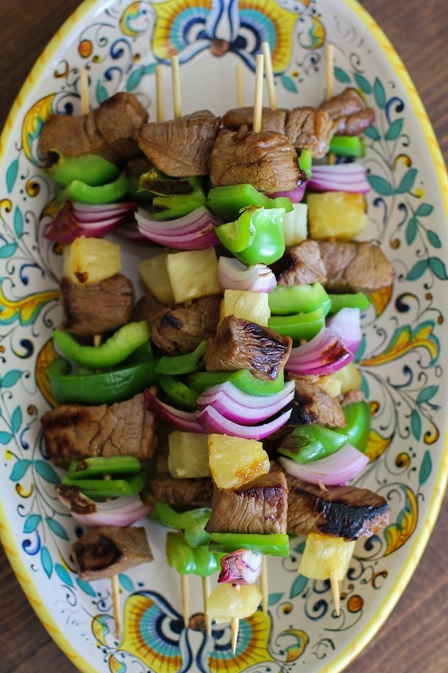 Plate of shish kabobs.