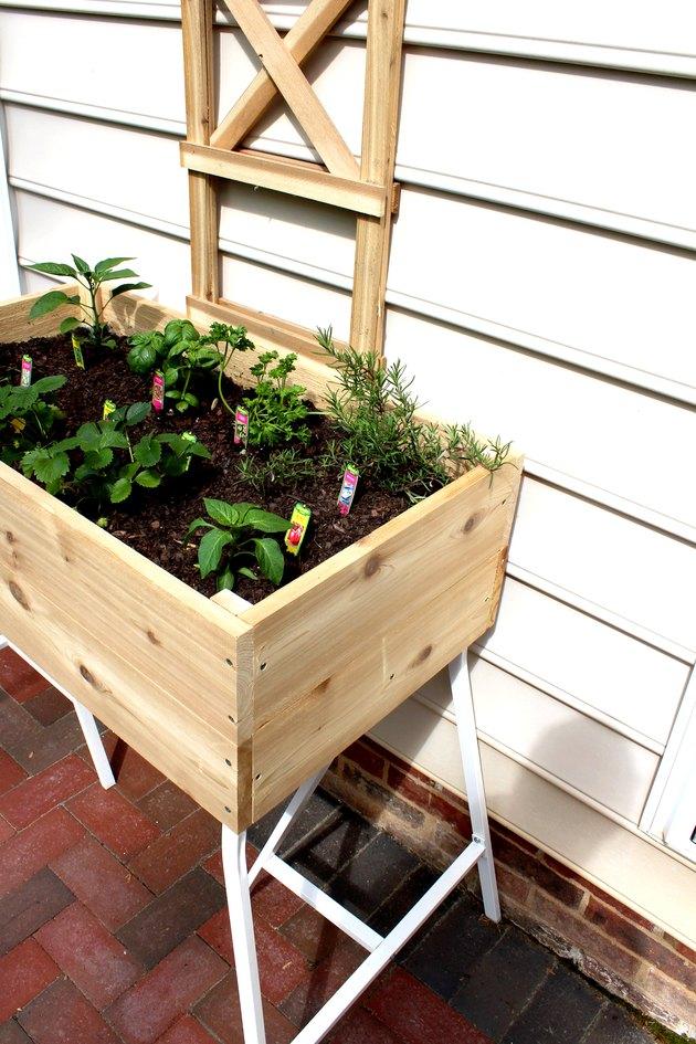 DIY standing cedar box planter tutorial