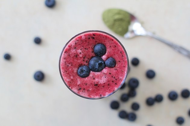 Beet-berry-green tea smoothie in a glass