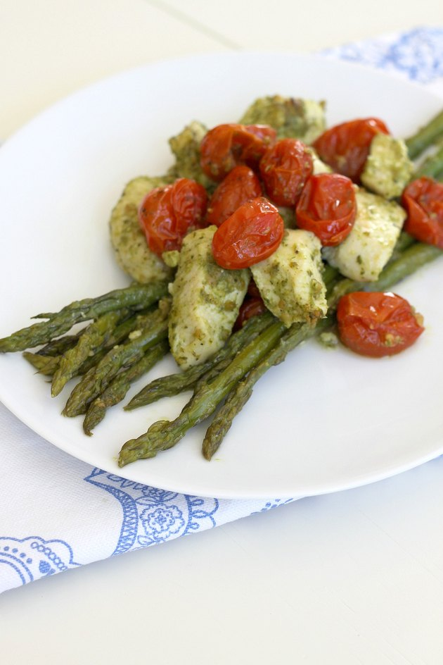 pesto chicken with asparagus and cherry tomatoes