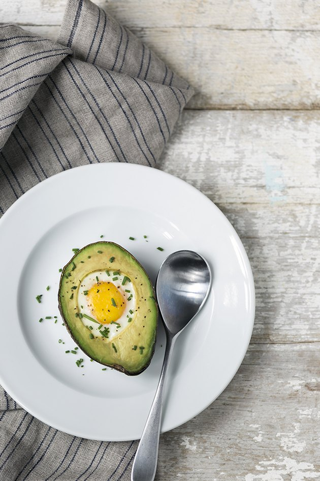 How to Bake Avocados With Eggs in the Middle   eHow