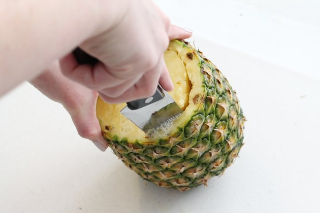 Hollowing out pineapple