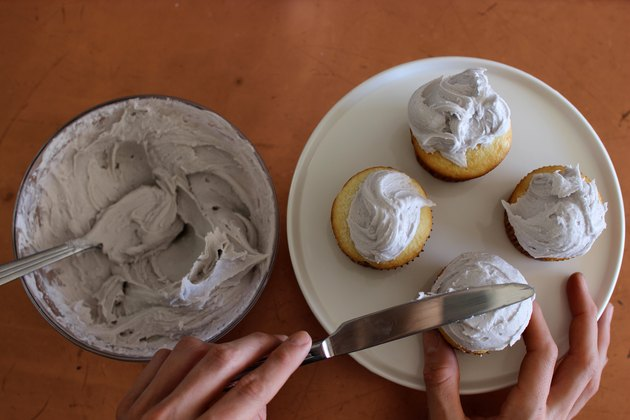 Frosting Cupcakes