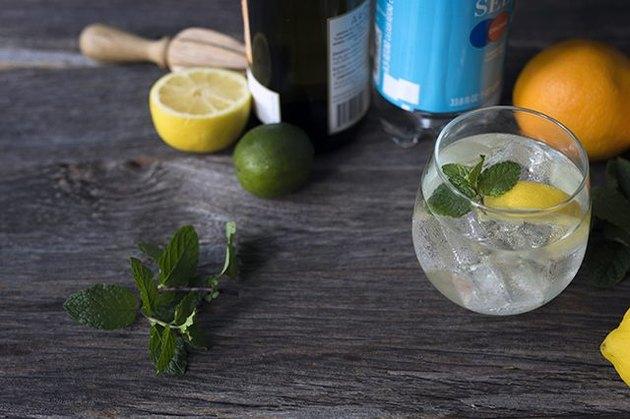 White wine spritzer recipe
