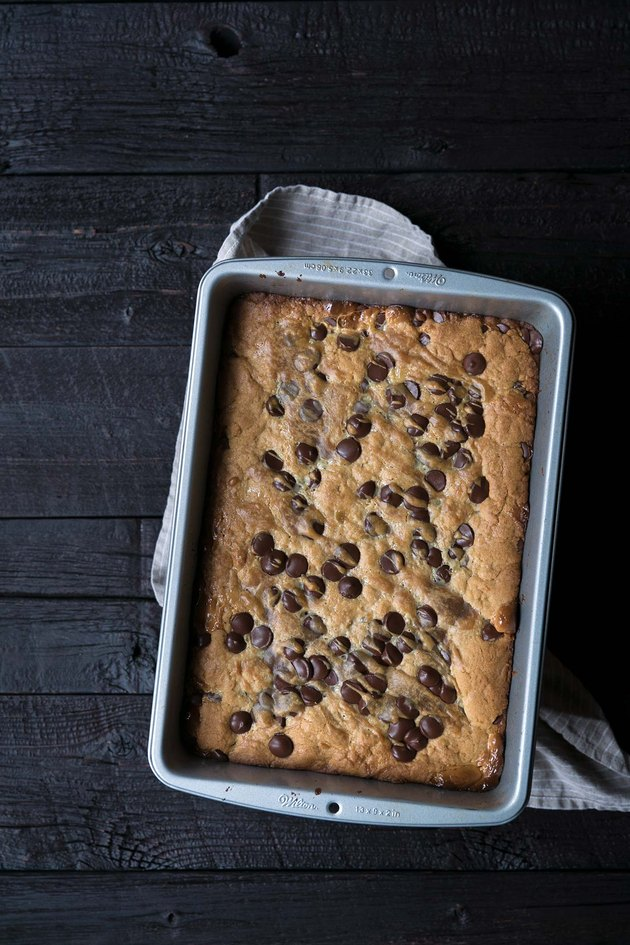 Peanut Butter Chocolate Chip Gooey Bars Recipe | eHow