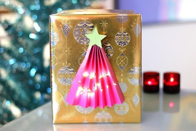Illuminated Christmas tree gift wrap
