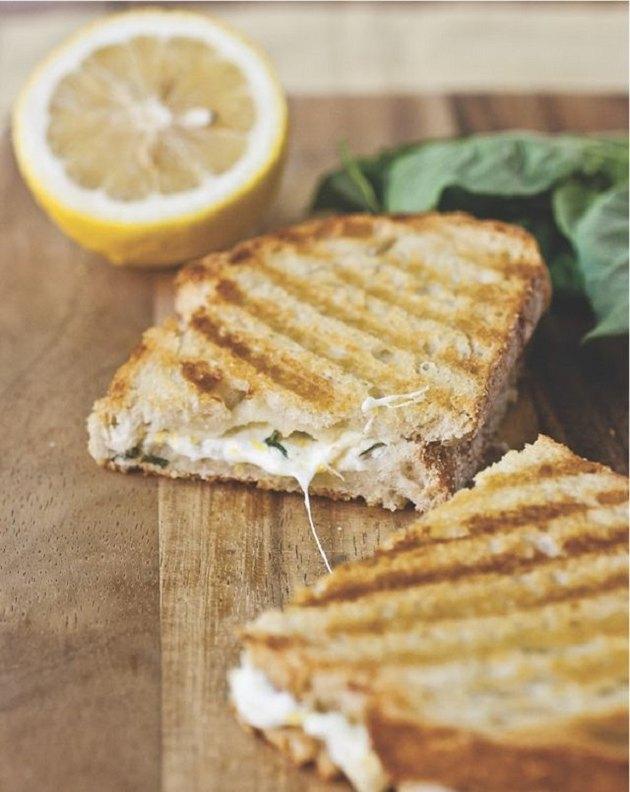 http://thelemonbowl.com/2013/09/lemon-basil-grilled-cheese-panini.html