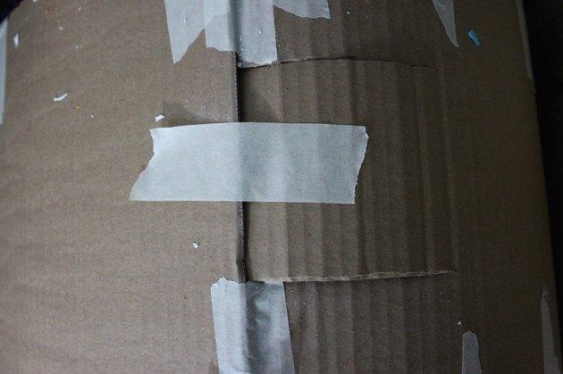 tape cardboard shut