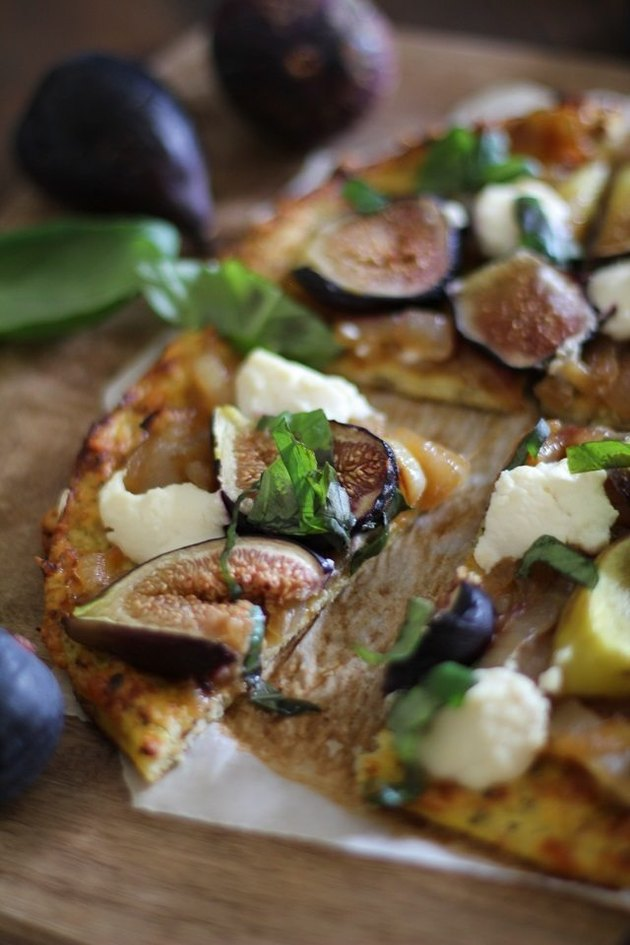 Cauliflower pizza crust with figs