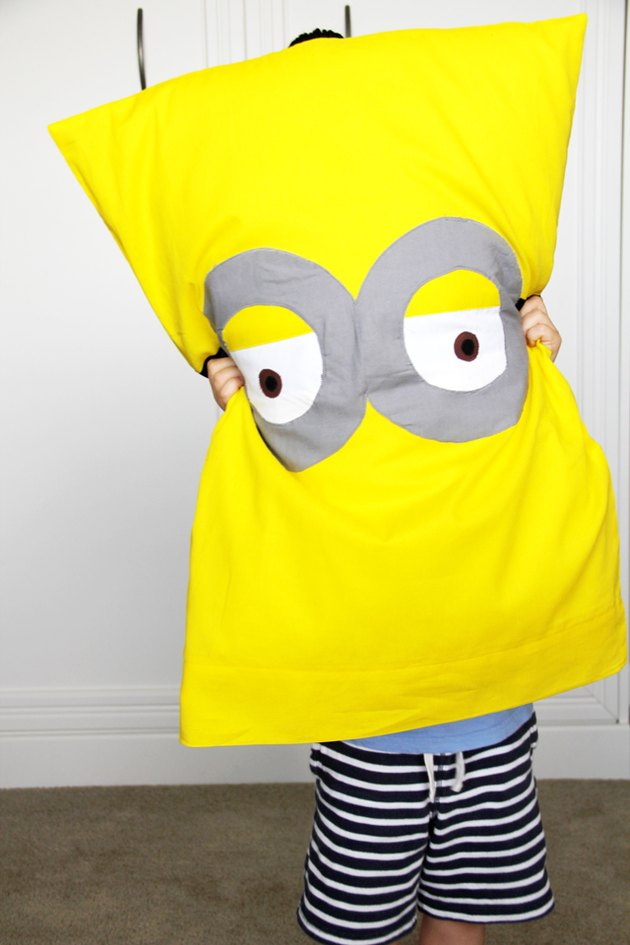 Make an adorable minion pillowcase with this easy sewing DIY