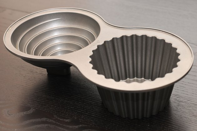 Instructions For Wilton Cake Pans Ehow