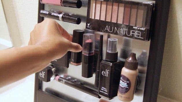 arrange makeup items