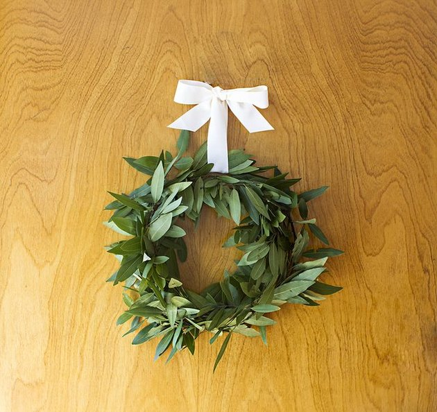 Make Olive Wreaths