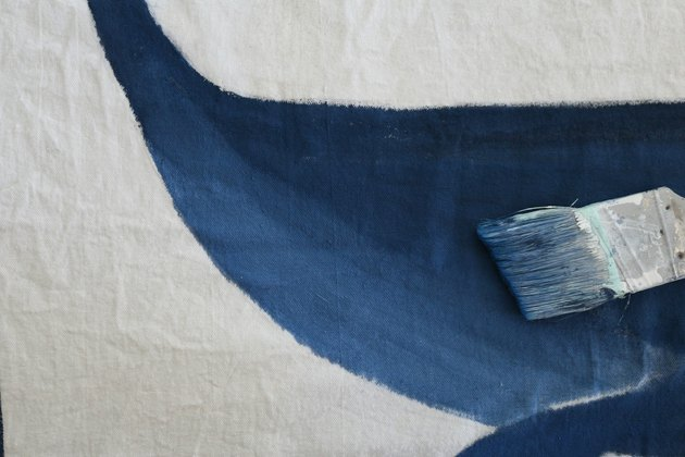 Paint the rest of the whale with lighter waterdown shade of blue and leave a small gap between the fin and the bottom.