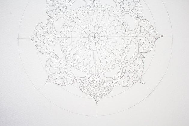 Drawing circles inside scallops.