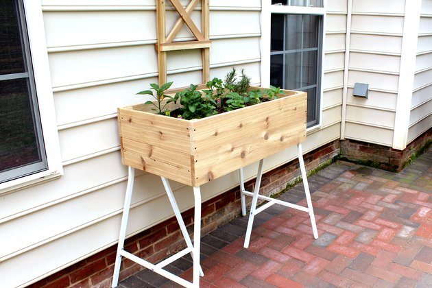 how to make a standing box planter from cedar planks