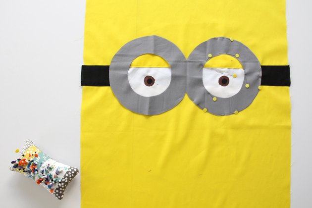 How to sew a minion pillowcase with 2 eyes and goggles