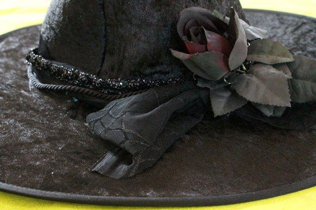 black witch hat