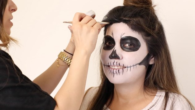 How to Do Skeleton Halloween Makeup